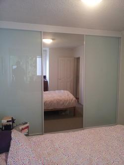 13 White Glass & Mirror