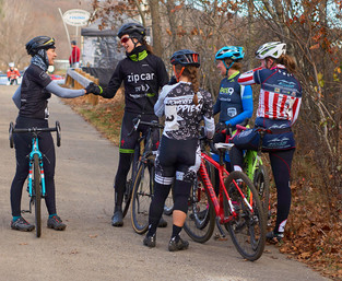 Cycling team rounds out cross season with strong finishes at Ice Weasels race