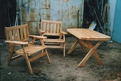 складной деревянный стол и кресла