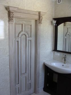 дверь из массива белая в туалет