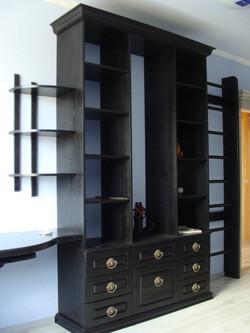 шкаф черный из массива дуба
