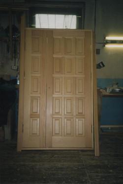 входная дверь распашная