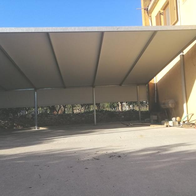 ΜΕΤΑΛΛΙΚΗ ΚΑΤΑΣΚΕΥΗ 12m x 6m ΜΕ ΜΟΥΣΑΜΑ PVC BLOCK OUT