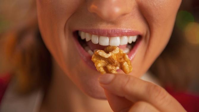 ¿Colesterol y triglicéridos altos? ¿por qué deberías comer nueces?