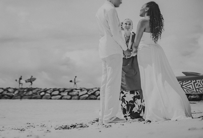 Surfer style elopement in Hawaii