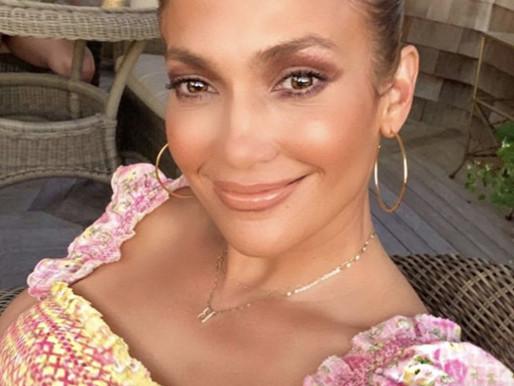 JLo prepara su marca de skincare y maquillaje