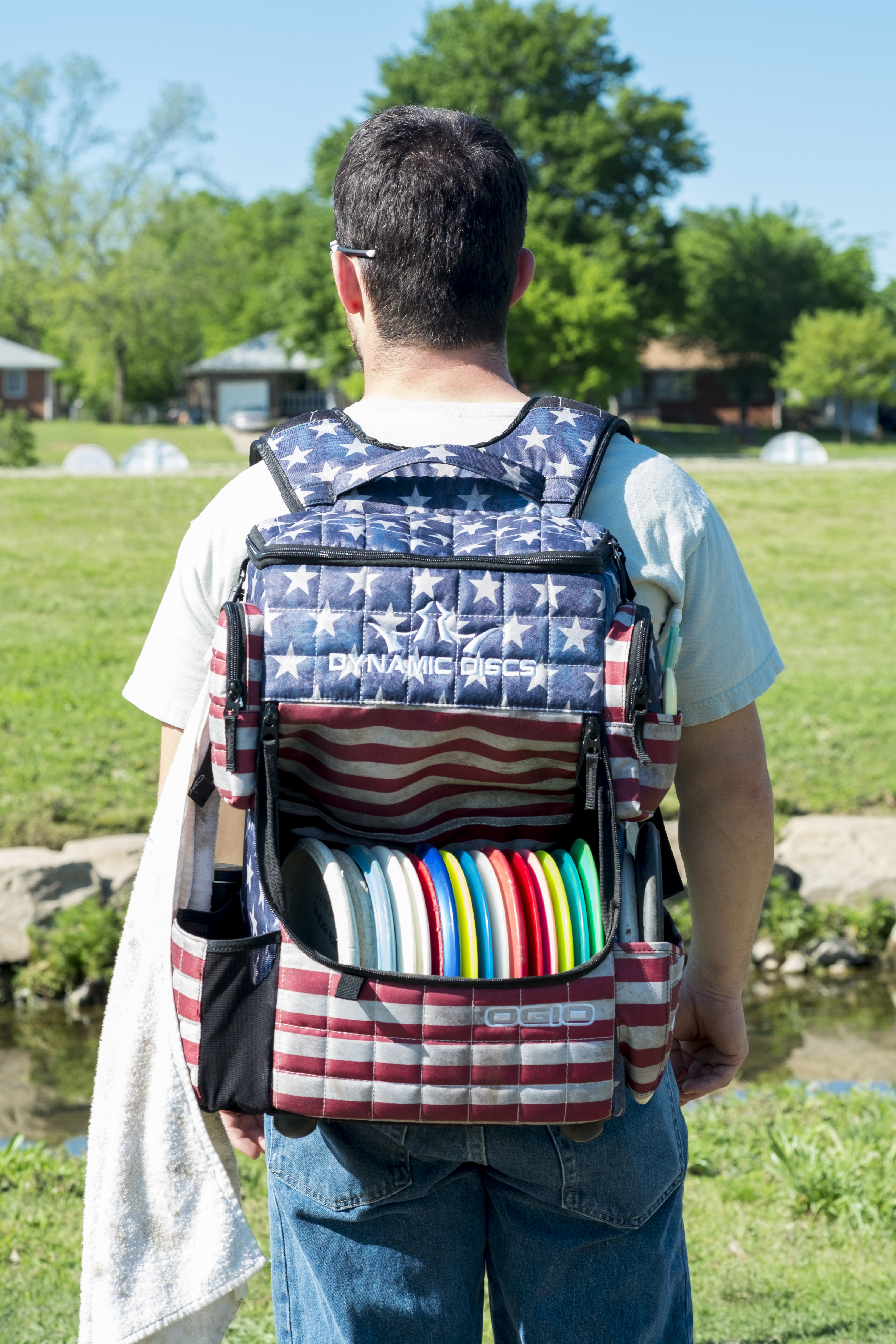 Disc golfer with backpack