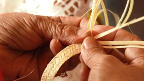 Las tejedoras de trensas en pindo