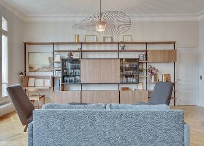 Une meuble sur mesure multi-fonction Bureau // Vaisselier // Rangements // TV malma architecture