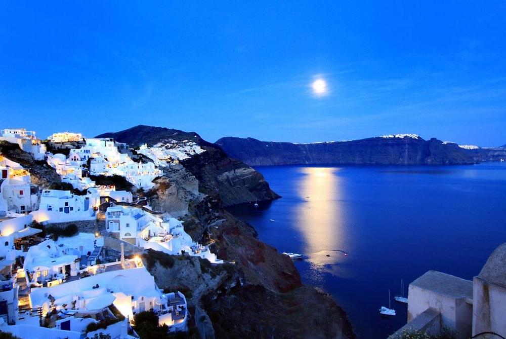 best hotels Santorini