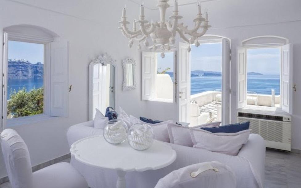 Santorini Oia Canaves hotel