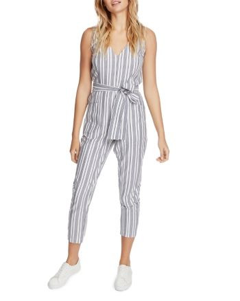 vertically striped jumpsuit, striped jumpsuit, striped outfit, women fashion, women striped outfit, women jumpsuit, women fashion, fashion