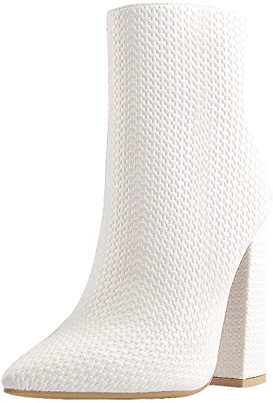 white boots, white boot outfit, whote gogo boots, halloween once upon a time in hollywood, halloween costime, 60s halloween costume, white boot outfit, margot robbie