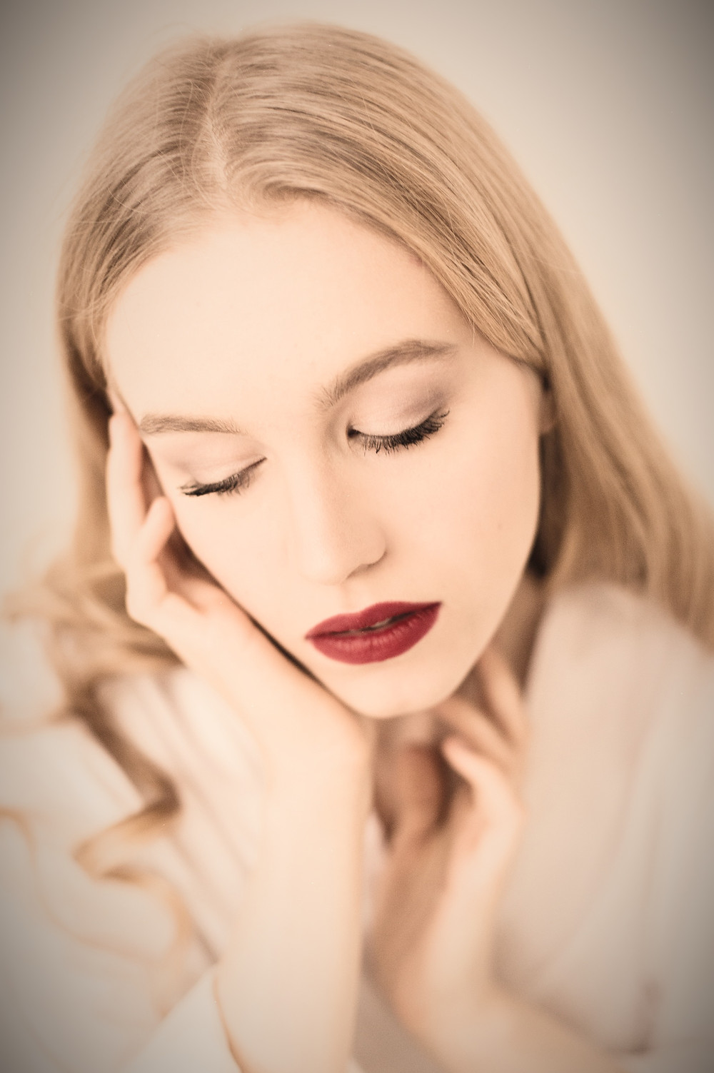 girl, makeup, girl with makeup on, red lipstick. smokey eye, blonde hair