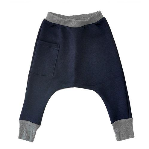 מכנס פוטר בגזרת גטקס/שק נייבי עם פסים דנים