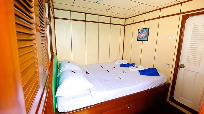 deep-andaman-queen-VIP-double-cabin.jpg