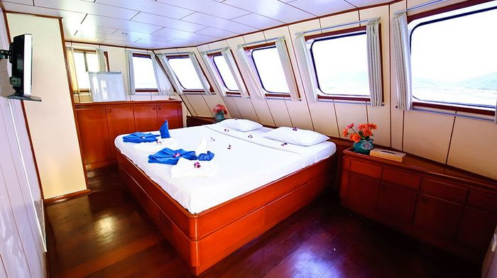 deep-andaman-queen-master-cabin.jpg