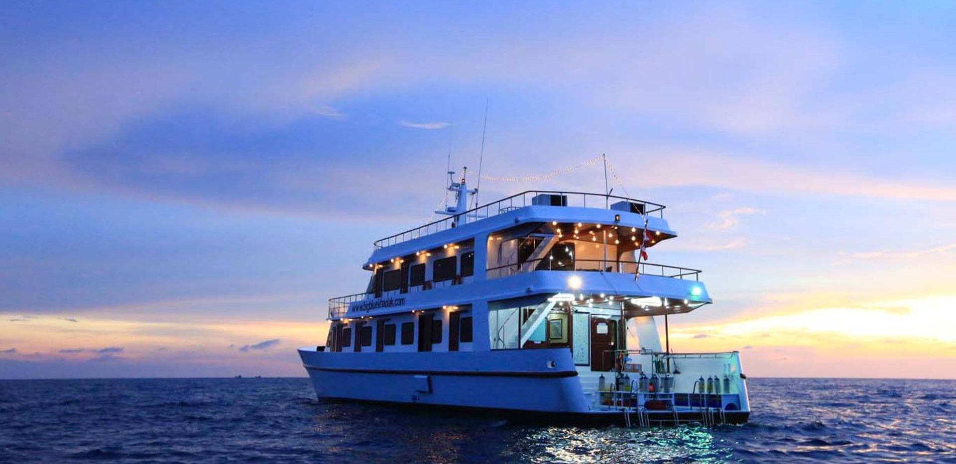 Hallelujah-Sunset-Liveaboard-Similan-Islands-Phuket-Thailand-Best.jpg