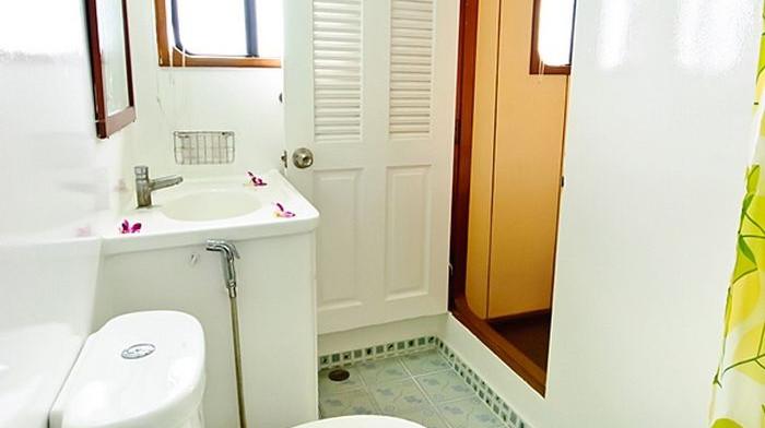deep-andaman-queen-VIP-double-cabin-bathroom.jpg
