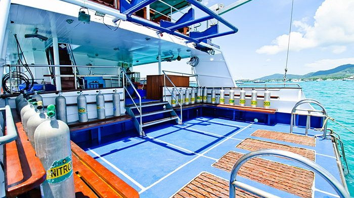 deep-andaman-queen-dive-platform.jpg