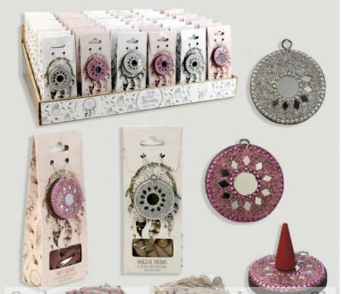 cônes d'encens et un porte-cône de style attrape rêve
