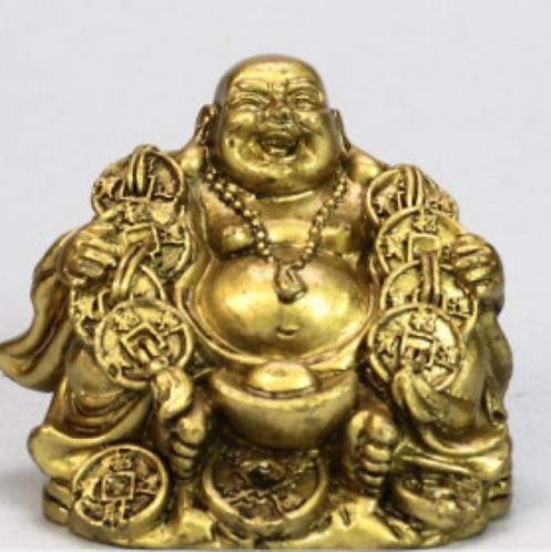 Bouddha en résine dorée. Les pièces de monnaie. 6cm