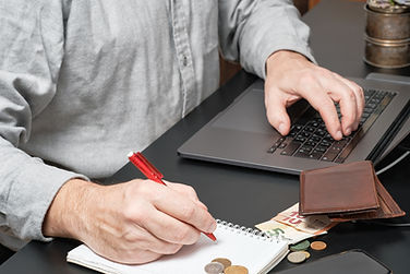 businessman-accountant-holding-pen-worki