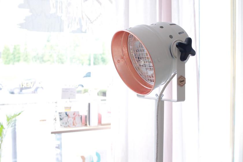 Weiße Stehlampe Kupfer