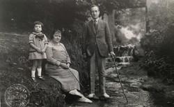 Emma con sus padres 1923