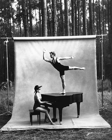 Photo by Annie Leibovitz, Mikhail Baryshnikov and Linda Dowdell, White Oak Dance, 1990