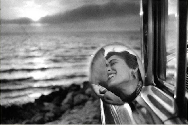 Photo by Eliot Erwitt, California Kiss, 1955