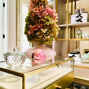 dressing room, flowers, boxes, glassware