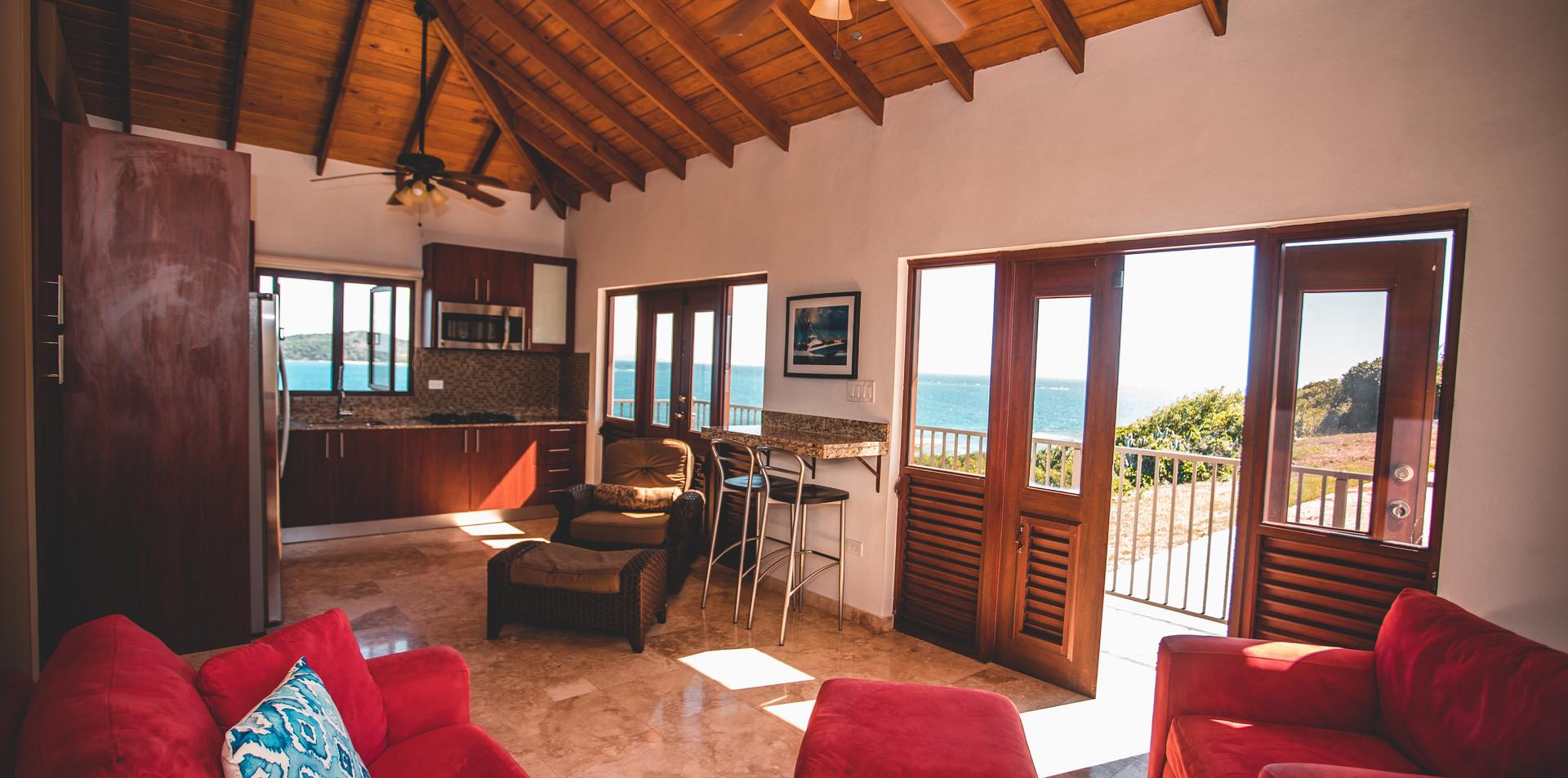 Guset Casita Kitchen/Living Area
