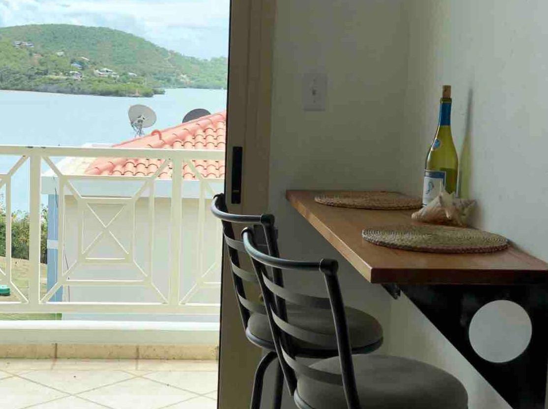 Breakfast Bar w/View to Patio