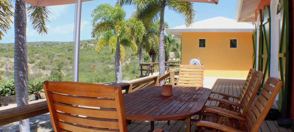 Outdoor dining and decks