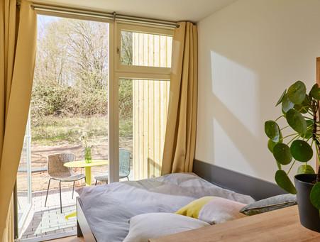 tiny-house-bedroom-sunny-terasse.jpg