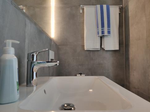 tiny-house-sink-towel-soap-essentials.jp