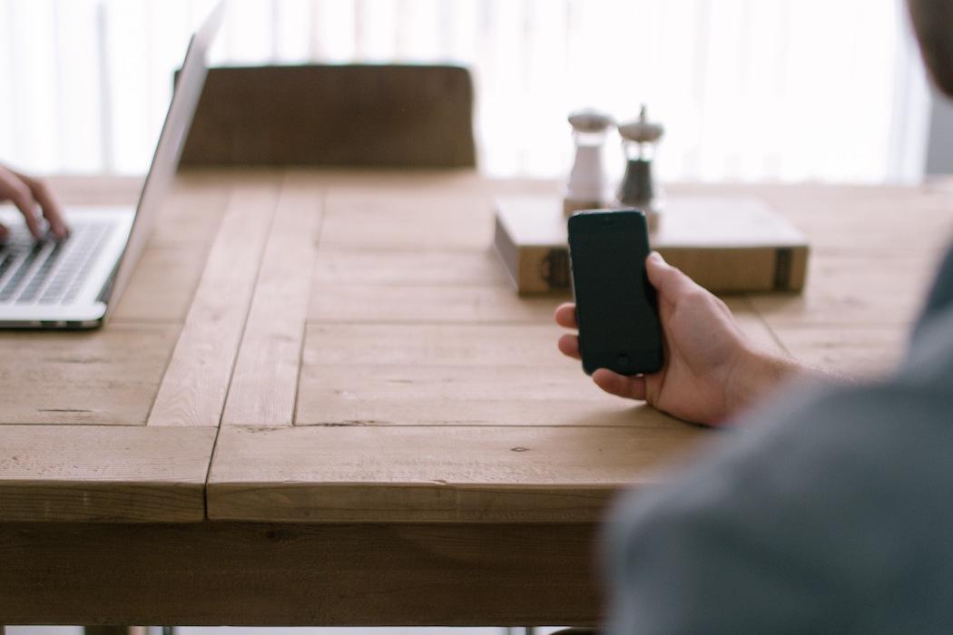 iphone-hold.jpg