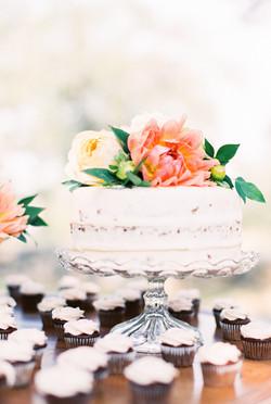 Fresh Flowers Large Wedding Cake