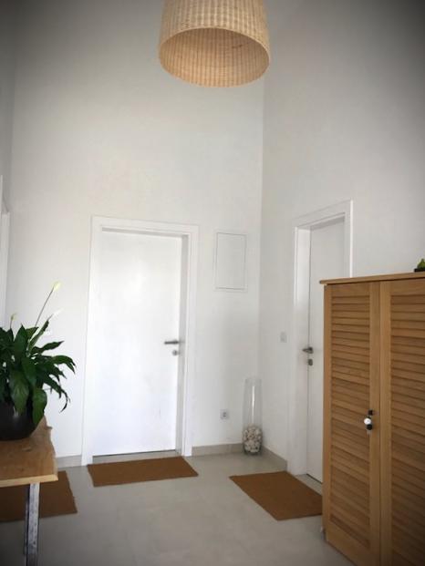 Entrance Apartments