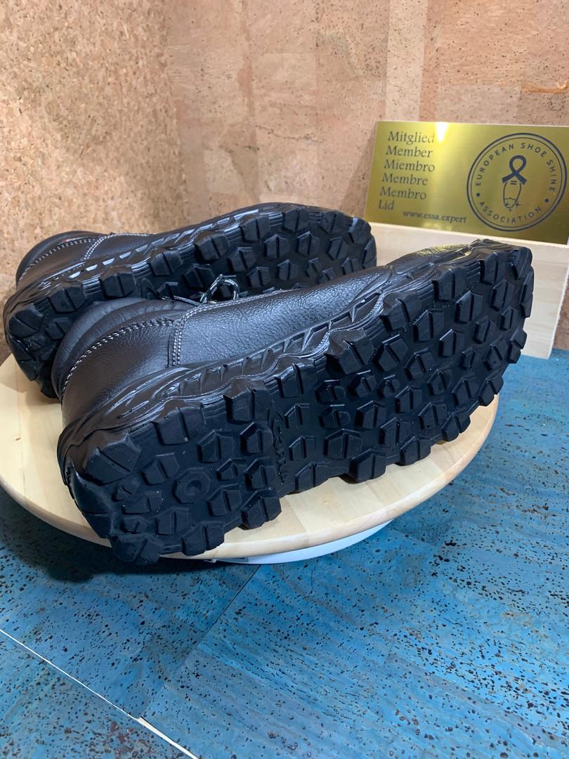 soles black again