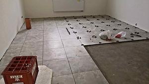 укладка плитки на пол в кухню.jpg