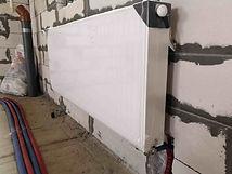 нижнее подключение стального панельного раиатора выход труб их стены