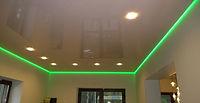натяжной потолок с зелёной подсветкой
