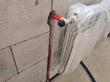 подключение алюминиевого радиатора осевая термоголвка выход труб из стены