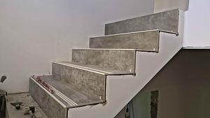 бетонная лестница и плитка.jpg