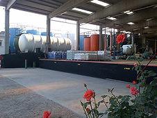 Piazzale con cisterne stoccaggio prodotti chimici
