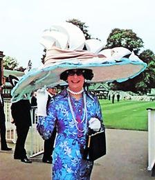 Dame Edna Housewife! Superstar!!!