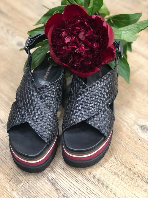 Sandalo zeppa intrecciato