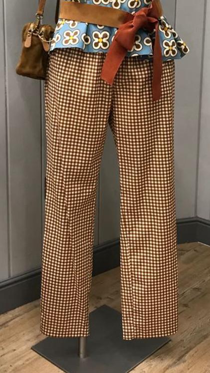 Pantalone slim tasche ed elastico in vita